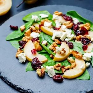 Салат з журавлиною і козячим сиром