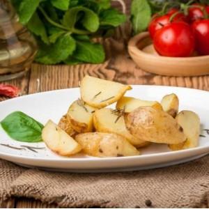 Картопля по-селянські із розмарином.