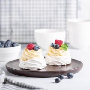 Десерт Павлова з ягодами